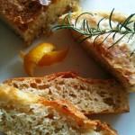 Fürs nächste Picknick: Knuspriges Zitronen-Rosmarin-Brot