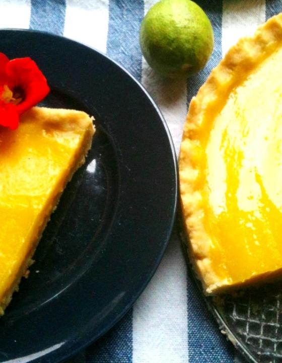 Sommerlich, saftig, sensationell zitronig: Rosmarin-Zitronentarte