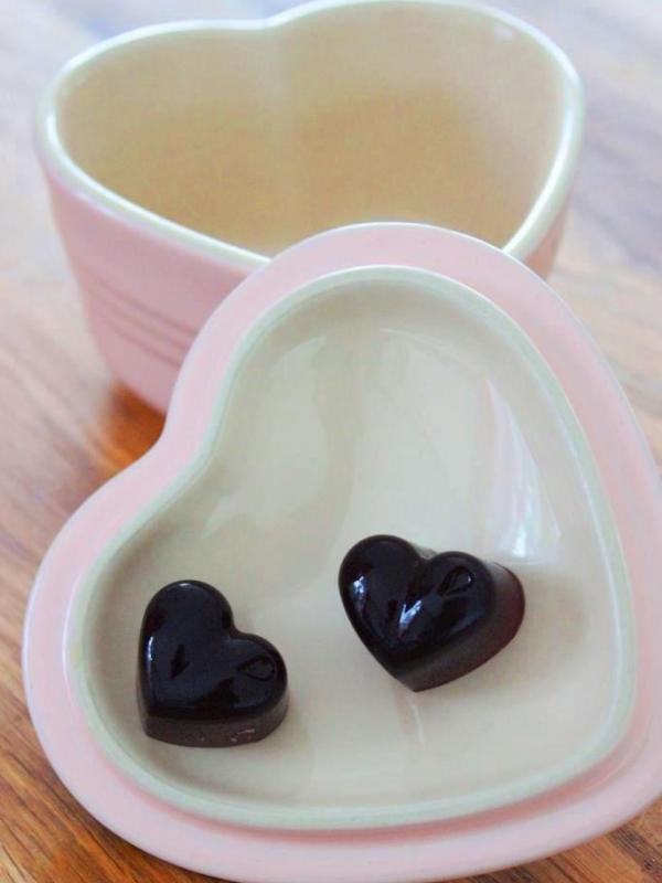 Fruchtgummi Herzen mit Kirschsaft und Schokoladen Herzen