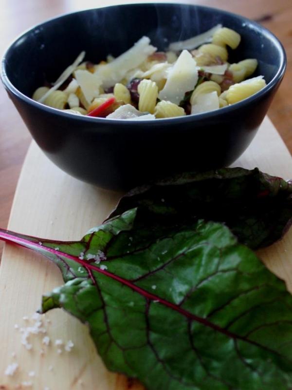 [Fernweh-Küche] Mangold mit Pasta aus den Bergen