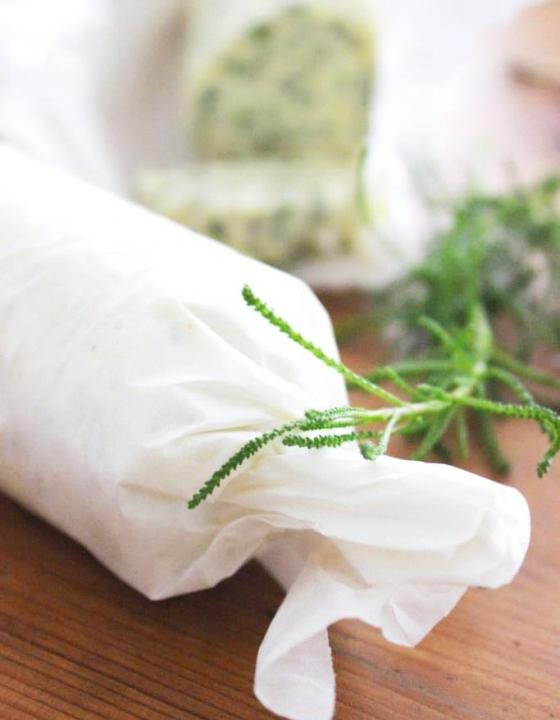 Mediterrane Kräuterbutter mit Olivenkraut