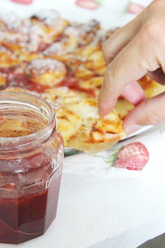 Blätterteig mit Erdbeermarmelade