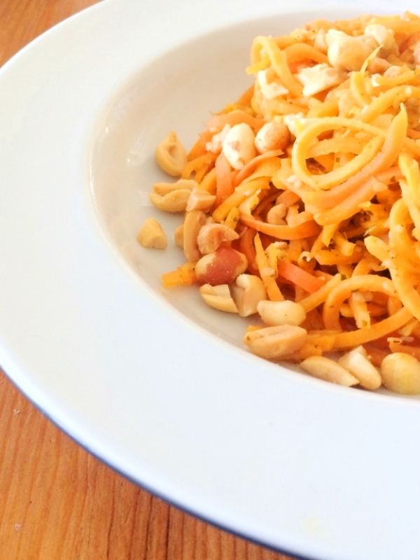 Low Carb: Möhrenudeln und Süßkartoffelnudeln mit Asia-Sauce