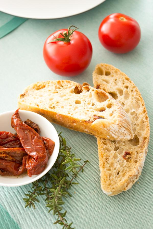 Küchenkränzchen Ciabatta mit Tomate und Kräutern