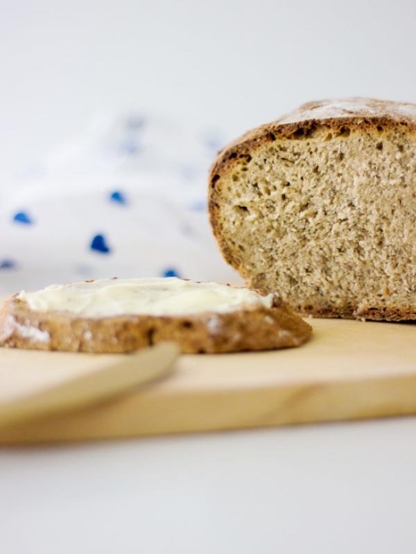 Freigeschobenes Brot mit Kräutern der Provence – Wir feiern den Tag des deutschen Butterbrotes