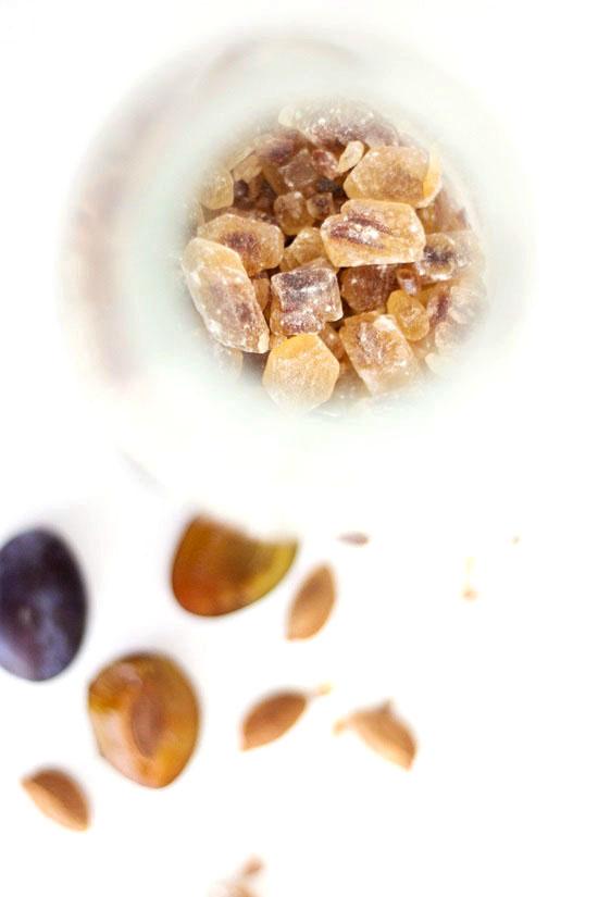Bittermandellikör aus Pflaumenkernen
